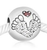 Huellas, pies de bebe piedras blancas